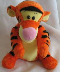 Walt Disney Collectibles - Tigger Tug 'N Time Plush